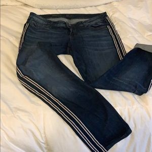 Ankle Straight jeans with strip down leg